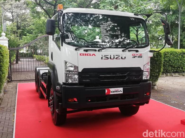 New Isuzu GIGA Tractor Head Foto: Rizki Pratama/detikOto