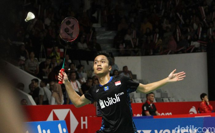 Di gim pertama, Anthony mengalahkan Zhao Junpeng dengan skor 21-15.