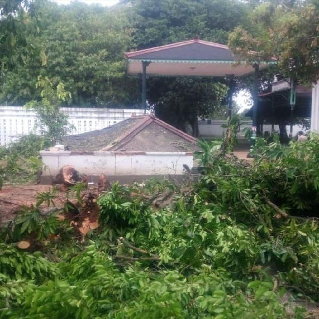 Bangsal Kori Keraton Yogyakarta Ambruk Tertimpa Pohon