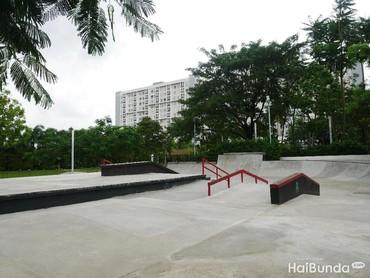 Si kecil suka main skateboard? Tenang, di sini ada arena skateboard juga lho, Bun.
