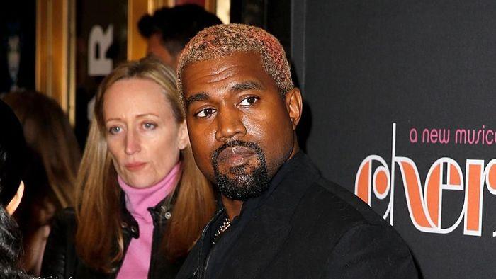 Suami dari Kim Kardashian ini punya kekayaan US$ 240 juta atau setara Rp 3,3 triliun. Selain dari karirnya sebagai rapper, Kanye juga mendulang duit dari bisnis sepatunya Yeezy. Foto: Getty Images