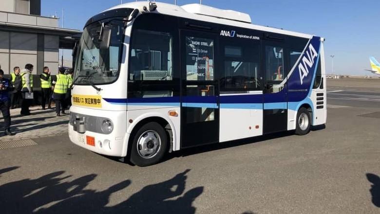 Bus Otonom di Bandara Tokyo. Foto: Dok. Japan Times