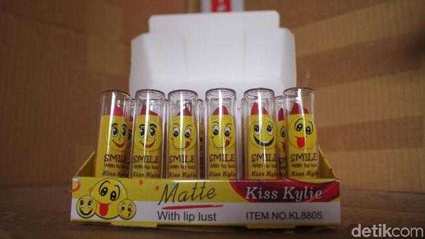 Produk lip balm yang juga dipalsukan.