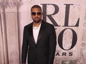 Gaya Baru Kanye West yang Misterius, Tutupi Seluruh Wajah dengan Kain