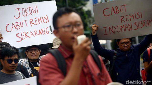 Jurnalis Indonesia menggelar aksi solidaritas menolak pemberian remisi kepada otak pembunuh wartawan Radar Bali.  /