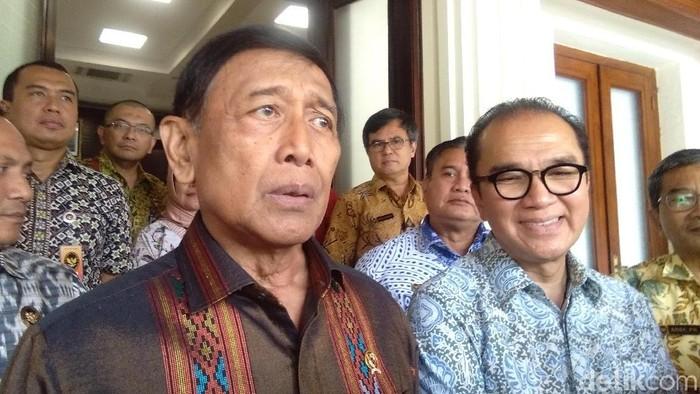 Foto: Menko Polhukam Wiranto dengan Dubes RI untuk Selandia Baru, Tantowi Yahya. ((Lisye-detikcom)