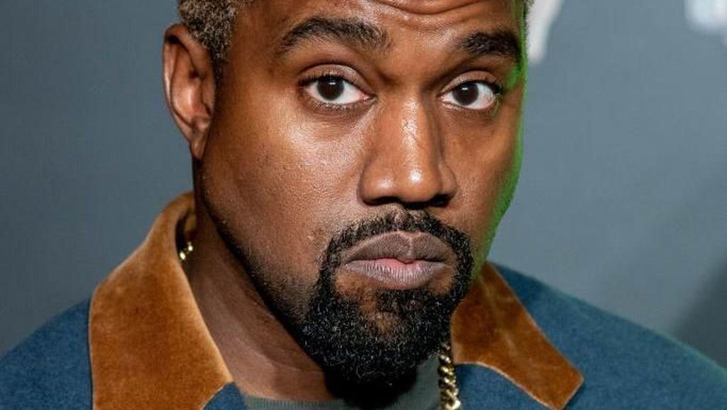 Bikin Sneakerhead Iri, Kanye West Bagi-bagi Sneakers Yeezy Gratis di Chicago