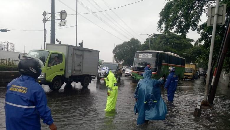 Pascahujan Deras, Jakarta Macet di Mana-mana