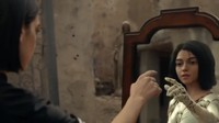 Dalam Video klip Swan Song yang baru dirilis, ia terlihat memiliki kembaran yakni Alita.Dok. Instagram/dualipa