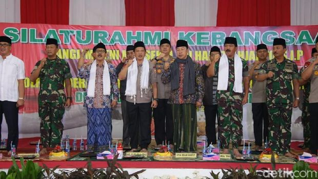 Kapolri-Panglima Kunjungi Ponpes Buntet di Cirebon Pererat Silaturahmi