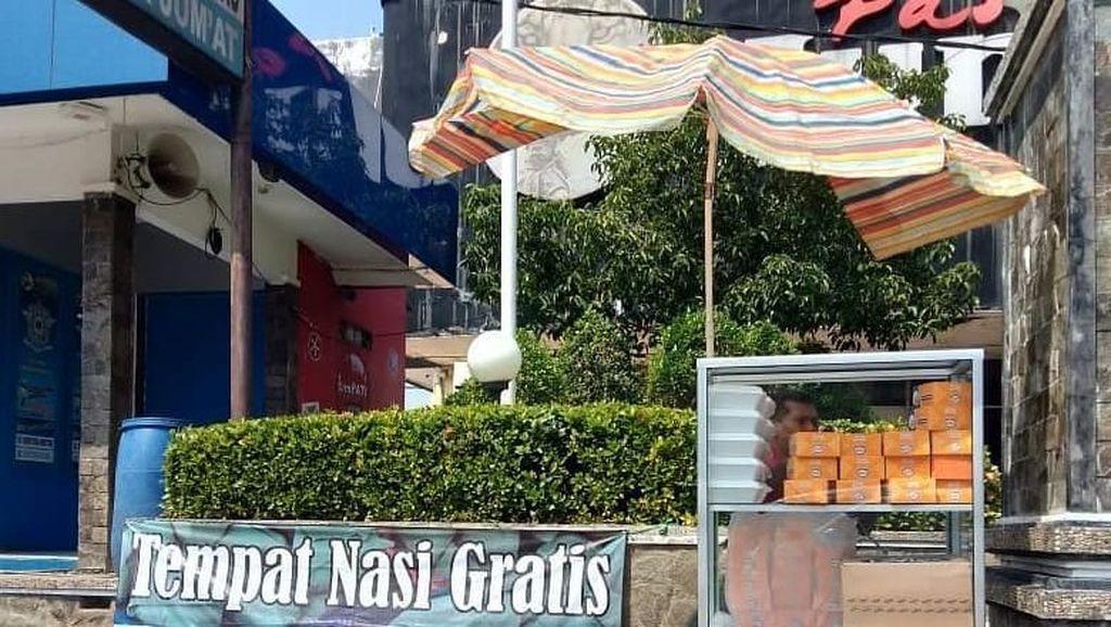Inspiratif, Komunitas di Purwakarta Sediakan Tempat Untuk Berbagi Nasi Gratis