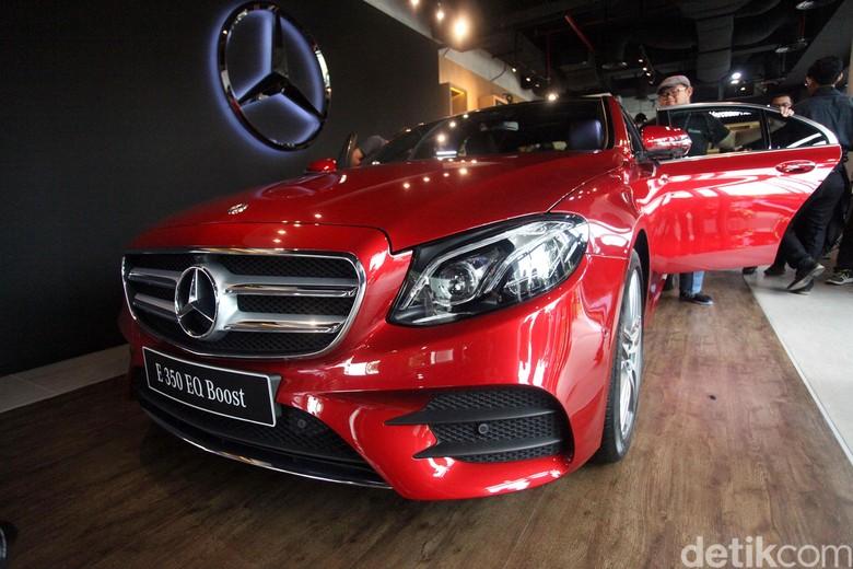 Mercedes-Benz Foto: Lamhot Aritonang