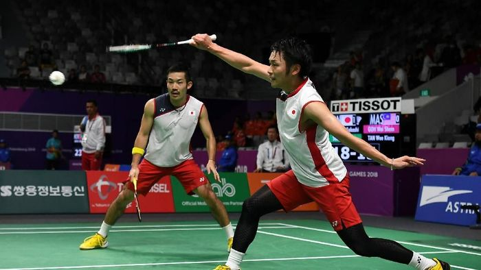 Keigo Sonoda/Takeshi Kamura menjadi lawan yang harus ditaklukkan ganda putra Indonesia. (Robertus Pudyanto/Getty Images)