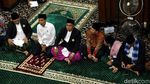 Potret Jokowi Salat Jumat di Masjid Al-Barkah Kota Bekasi