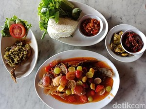 Bupe Resto: Asyiknya Makan Gurame Saus Buah dengan Suasana Pebukitan