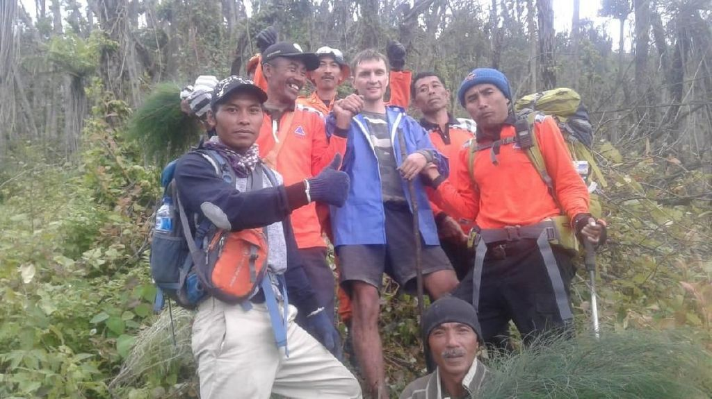 WN Rusia yang Nyelonong Daki Gunung Agung Bali Dievakuasi