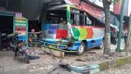 Petaka Kampung Koplak: Truk Cium Bus, Bus Sosor Pertokoan