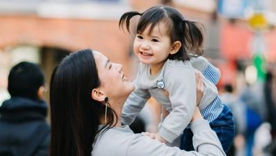 Keceriaan Putri Kecil Alice Norin Rayakan Ultah di Jepang