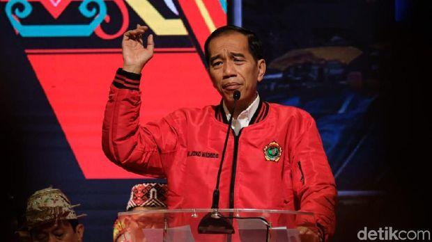 Jokowi Dapat Dukungan dari Majelis Adat Dayak Nasional /