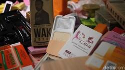 BPOM menggerebek 4 pabrik yang memproduksi kosmetik ilegal di Cengkareng, Jakarta Barat, Jumat (25/1/2019). Total kerugian diperkirakan Rp 30 miliar.