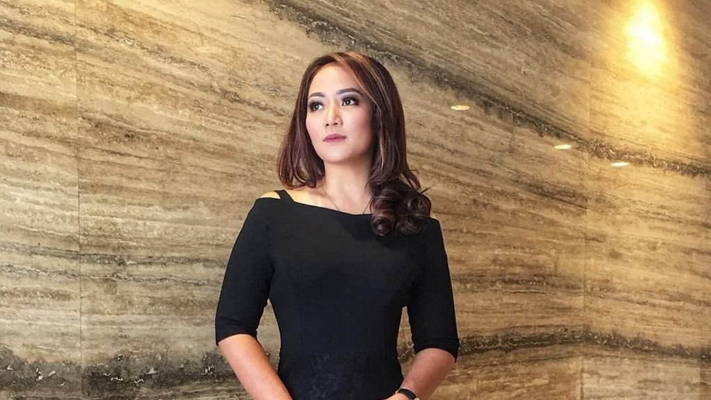 Pesona Anisha Dasuki, Presenter Cantik yang Jadi Moderator Debat Pilpres