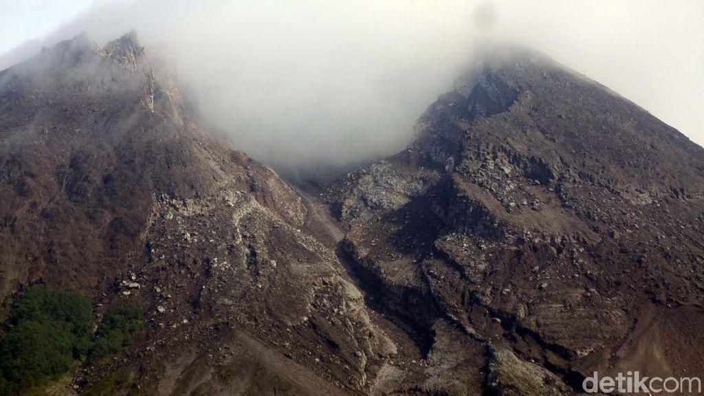 Gunung Merapi 2 Kali Luncurkan Awan Panas Siang Ini