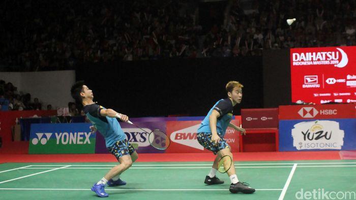 Kevin/Marcus bertanding melawan Hendra/Ahsan di final Indonesia Masters yang berlangsung di Istora Senayan, Jakarta, Minggu (27/1/2019).