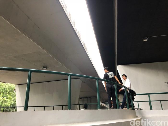 Arena luas yang dibangun tepat dibawah jembatan layang, yang lokasinya cukup teduh karena tepat dibawah flyover Slipi. Foto: Ayunda/detikHealth