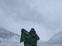 Simpatisan PPP Kibarkan Bendera Partai di Puncak Himalaya
