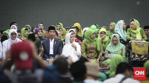Khofifah Akui Resah soal Pengkotak-kotakan Jilbab Syar'i