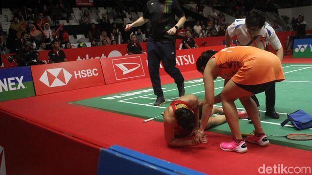 Carolina Marin saat jatuh di final Indoensia Masters 2019.