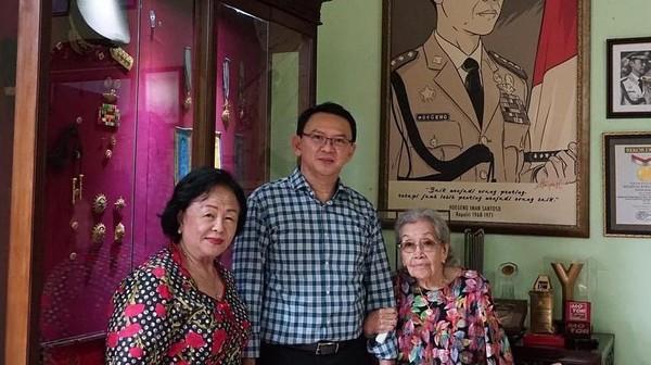 Didampingi Ibunda, Ahok Kunjungi Merry Hoegeng di Depok