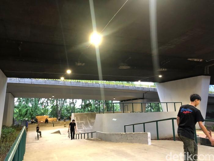 Kalau sudah jam 6 sore, lampu-lampu sudah mulai dihidupkan agar pengunjung tidak kegelapan dan bisa melanjutkan aktivitasnya. Bagaimana? Tertarik untuk berkunjung? Foto: Ayunda/detikHealth