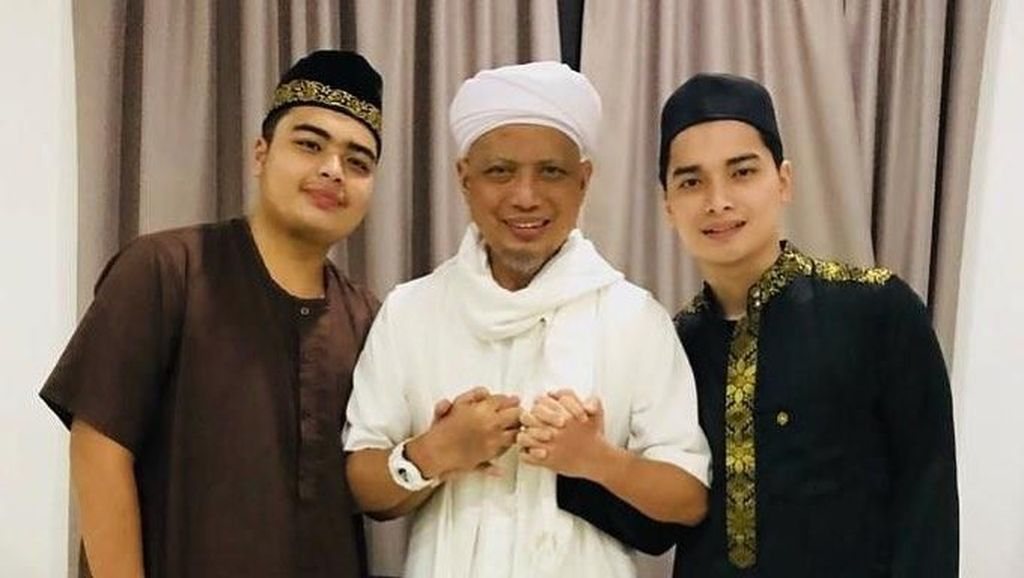 Jenazah Ustaz Arifin Ilham Diperkirakan Tiba di Az-Zikra Pukul 16.00 WIB