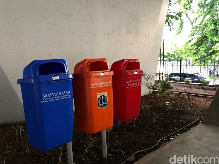 Bagaimana tidak ada sampah? Lihat aja, tempat sampahnya saja sampai ada tiga! Ada untuk sampah basah, kering, dan sampah untuk bahan beracun.Foto: Ayunda/detikHealth