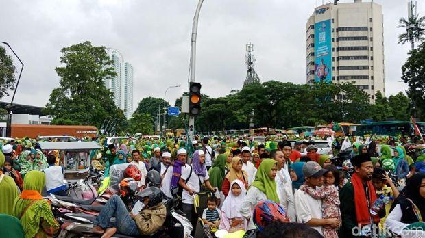 Peserta Harlah ke-73 Muslimat NU Bubar, Lalin Sekitar GBK Macet