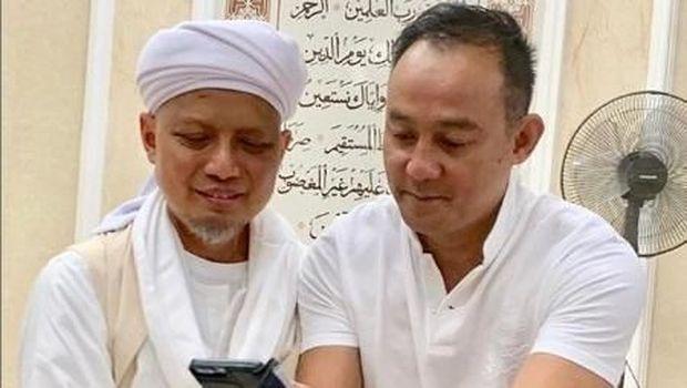 Dipo Latief Jenguk Ustad Arifin Ilham, Netizen 'Colek' Nikita Mirzani