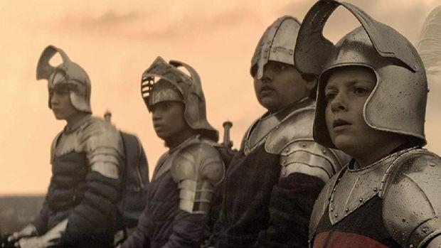 'The King Who Would Be King': Melawan Penyihir Jahat Bersama Teman-teman