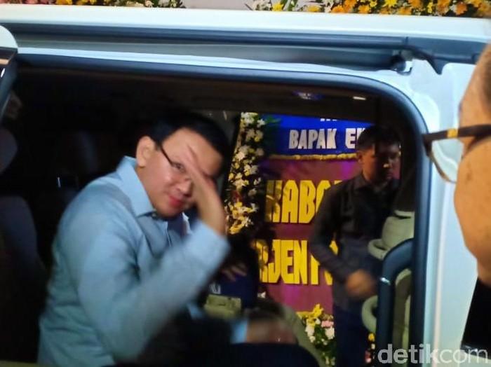 Basuki Tjahaja Purmama alias Ahok melayat ke rumah duka Eka Tjipta (Foto: Sams/detikcom)