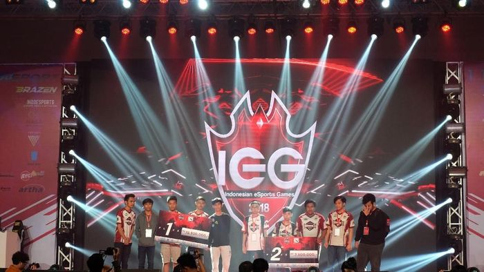 Para pemenang Indonesian eSports Games 2019 (dok.Indonesian eSports Games 2019)