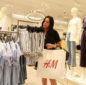 Komitmen Ramah Lingkungan, H&M Kini Menyediakan Layanan Sewa Baju di Toko