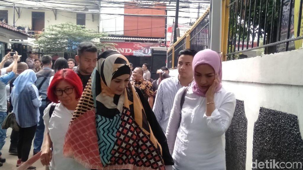 Mulan Jameela Bacakan Petisi Tolak Hukuman Ahmad Dhani