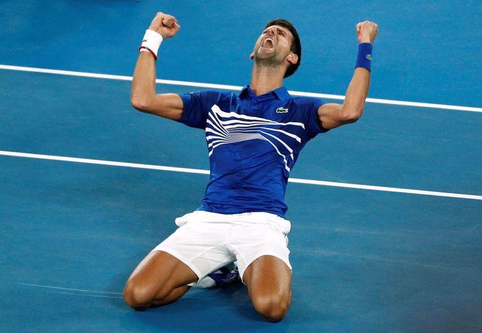 Dalam laga final yang dilangsungkan Minggu (27/1/2019) sore WIB, Djokovic menang tiga set langsung atas Nadal, 6-3, 6-2, dan 6-3. (REUTERS/Edgar Su)