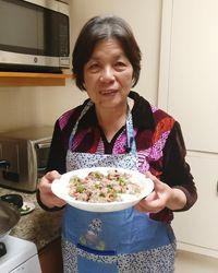 Hobi Masak Makanan China, Wanita Berusia 73 Tahun Ini Jadi Selebgram