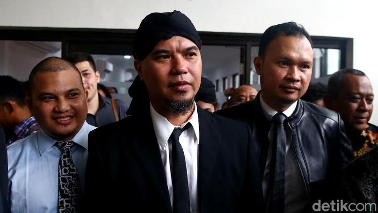 Mulan Jameela dan Dul Dampingi Ahmad Dhani di Rutan Cipinang