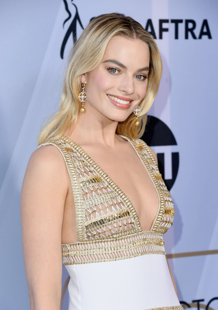 LOS ANGELES, CALIFORNIA - JANUARY 27:  Margot Robbie attends 25th Annual Screen ActorsGuild Awards at The Shrine Auditorium on January 27, 2019 in Los Angeles, California. (Photo by Jon Kopaloff/Getty Images)