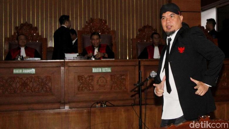 Foto: Ahmad Dhani Divonis, Pose Victory, Ditahan di Cipinang