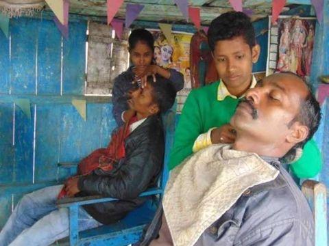 Jyoti Kumari dan saudara perempuannya Neha menyamar jadi pria.