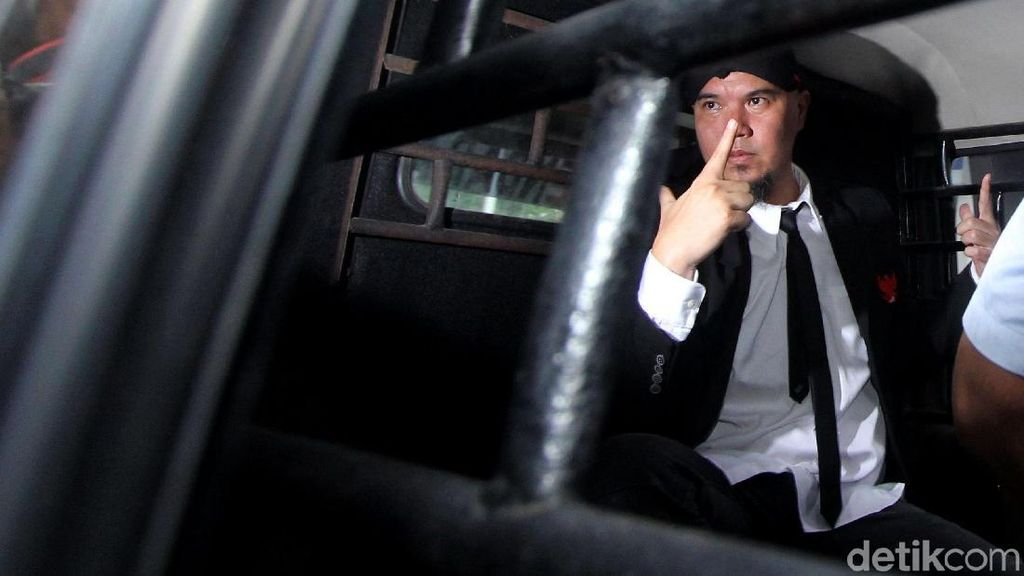 Neno Warisman Cerita Kondisi Ahmad Dhani di Penjara