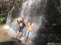 Air Terjun Tersembunyi Bermandi Cahaya Pelangi di Polewali Mandar
